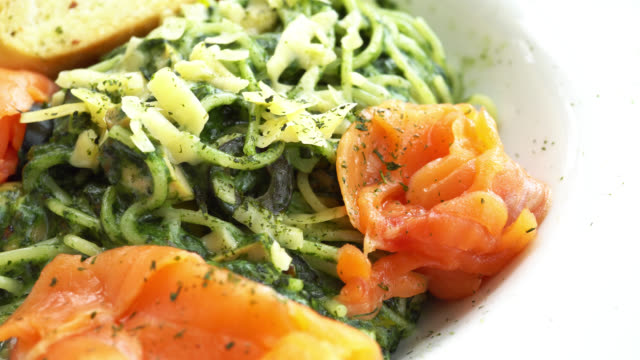 Zalm pesto met pasta