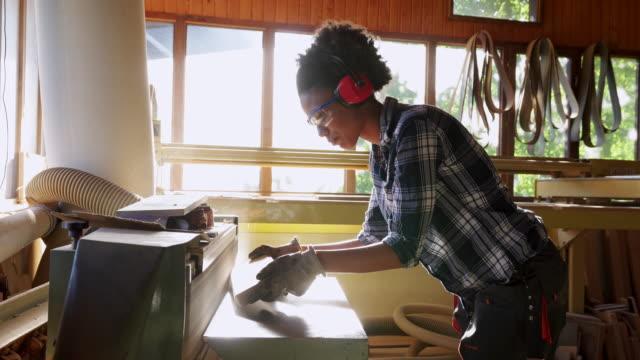 Abgeschmirgelten der wood
