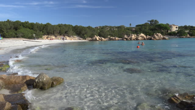 TD / Sandy beach with turquoise water