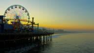 Santa Monica Beach und Pier im Morgengrauen
