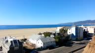 Santa Monica Beach und dem Pacific Coast Highway bietet