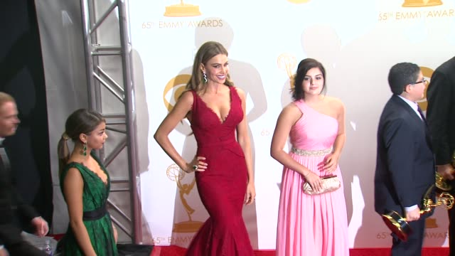 Sarah Hyland Sofia Vergara Ariel Winter and Jesse Tyler Ferguson at 65th Annual Primetime Emmy Awards Photo Room Sarah Hyland Sofia Vergara Ariel...