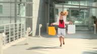 DOLLY HD: Zufriedene Shopper