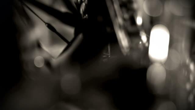 Saxophon-Spieler in Monochrom