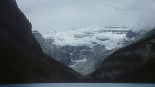 WS Scenic canadian snow capped mountains with smooth blue lake / Canada