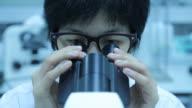 Wissenschaftler Labor experimentieren und