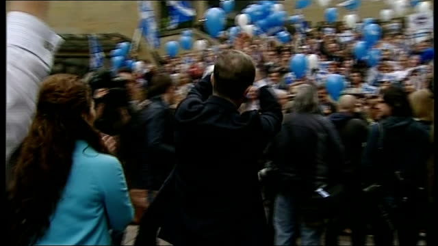 Final day of campaigning EXT People along at 'Yes' rally
