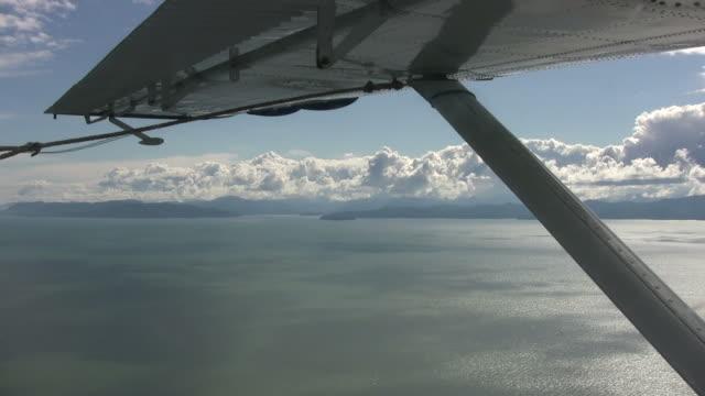 Idrovolante volare sull'acqua