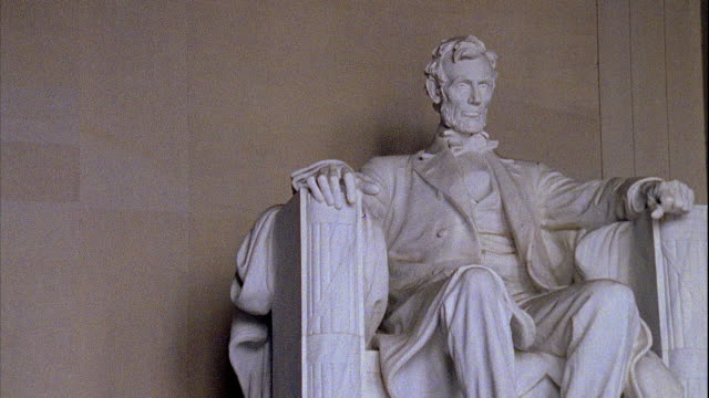 MS Seated statue of Abraham Lincoln in Lincoln Memorial