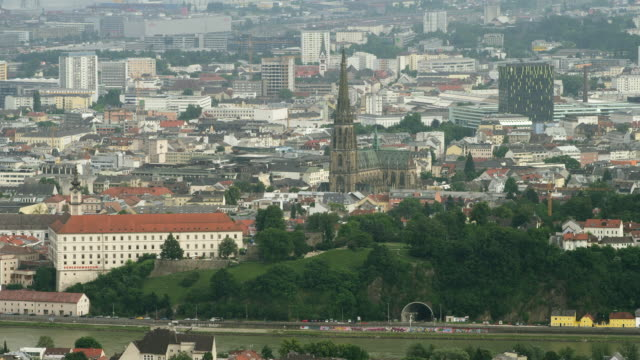 HA ZI seen from Poestlingberg, the Linzer Schloss (Linz Castle) and the Neuer Dom (New Cathedral)