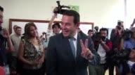 Segun los primeros resultados dos candidatos de derecha pasarian este domingo a segunda vuelta en las elecciones de Guatemala el comico Jimmy Morales...