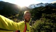 Auto Ritratto di giovane uomo escursioni in Nuova Zelanda