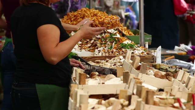 MS Sell of mushrooms on open market