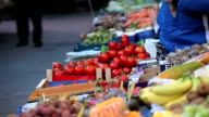 selling tomato on market