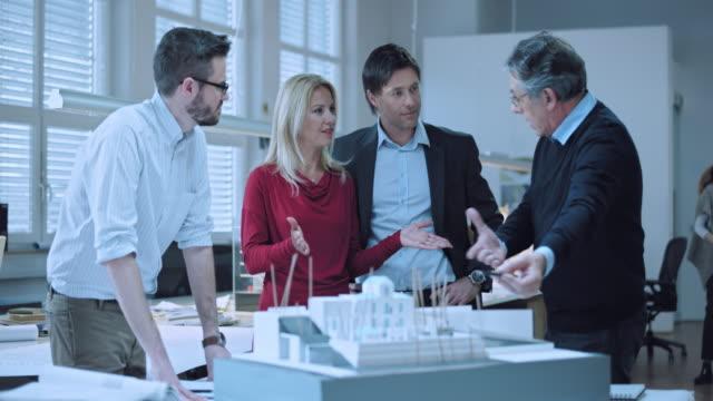 DS Senior architect explaining the design to the investing couple