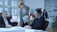 DS Senior Architekten Unterzeichnung des Vertrags mit investor