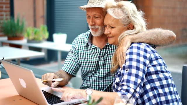 Senior couple at a sidewalk cafe.