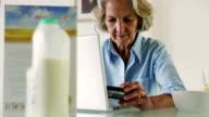 Senior, credit card morning    BU LI