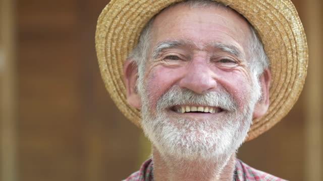 Senior boer glimlachen