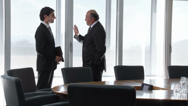 HD: Senior Manager Talking With His New Assistant