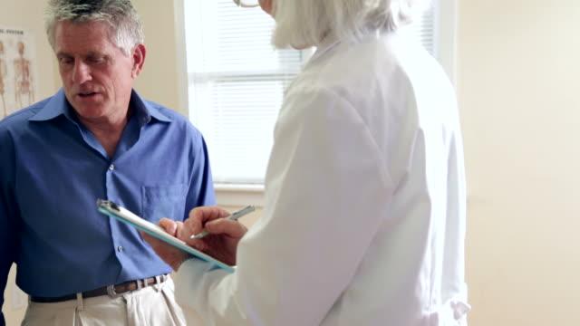 Senior Mann's Arzt Besuch