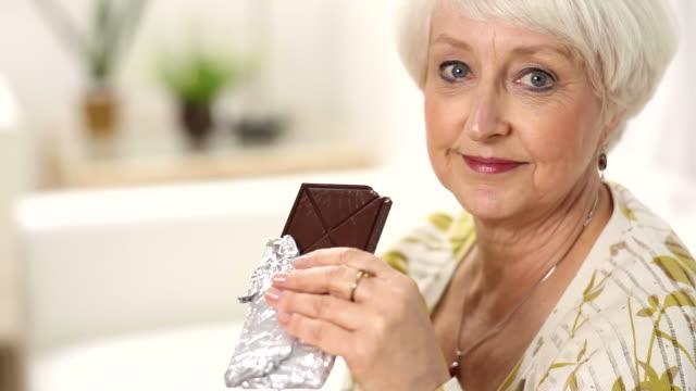 Znalezione obrazy dla zapytania senior chocolate