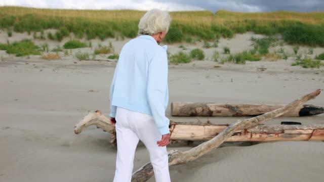 MS TS PAN  Senior woman walking on beach / Portland, Oregon, USA