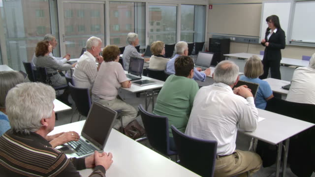 HD DOLLY: Seniors Participating Computer Lessons