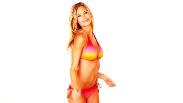 Sinnliche Junge Frau in bikini