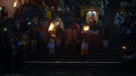 Sequence showing a Hindu ceremony taking place on the banks of the Ganges River in the city of Haridwar.