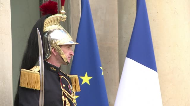 Serbian President Tomislav Nikolic meets his French counterpart Francois Hollande in Paris