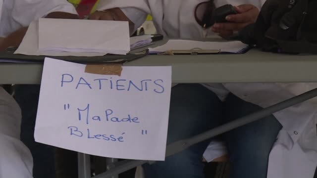 Several hundred people from St Martin arrived by plane in Guadeloupe where they were received by the Red Cross and French emergency medical services