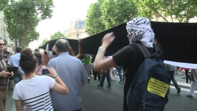 Several thousands Wednesday held a fresh protest in Paris against the Israeli offensive in Gaza amid tight security days after similar rallies...