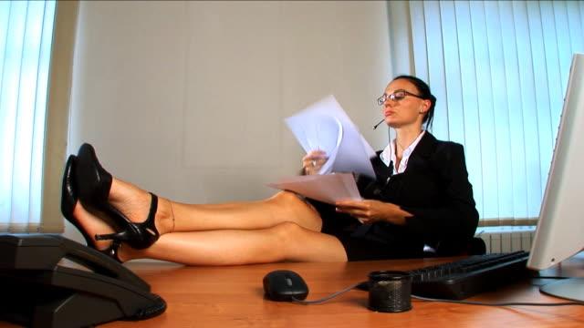 sexy femme daffaires relaxant dans le bureau film vid o getty images. Black Bedroom Furniture Sets. Home Design Ideas