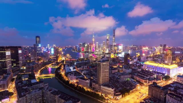 Shanghai Skyline di notte