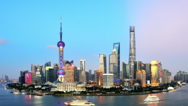 Shanghai Skyline på dramatisk himmel från dag till natt