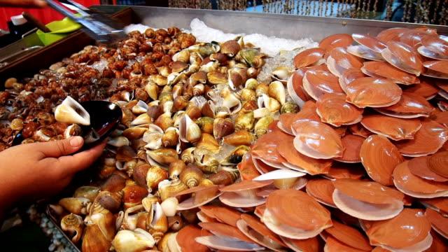 Shell und Garnelen, die Kommissionierung im Seafood restaurant