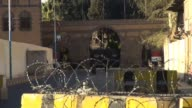 Shiite militiamen seized the presidential palace in Yemens capital Tuesday in what a minister said was a bid to overthrow President Abdrabuh Mansur...
