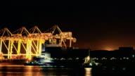 Scheepswerf werken containervracht nachts laden