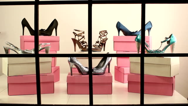 Shoe shop window display - DOLLY