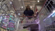 Einkaufswagen im Supermarkt, Zeitraffer
