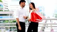 SEA: Shopping : Couple shopping HD fomat.