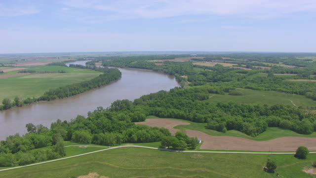 WS AERIAL TD Shot of blue sky and Missouri River in Lafayette County / Missouri, United States