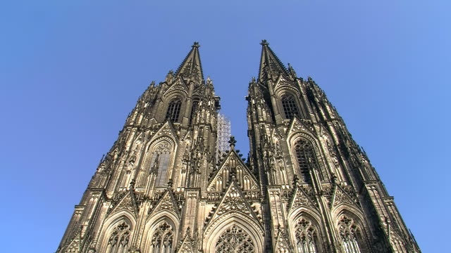 MS LA Shot of Central railway station (Cathedral) / Cologne, North Rhine Westphalia, Germany