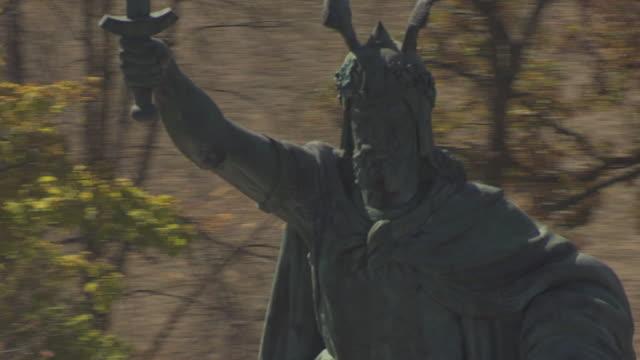 ECU AERIAL Shot of face of Herman the German statue / New Ulm, Minnesota, United States