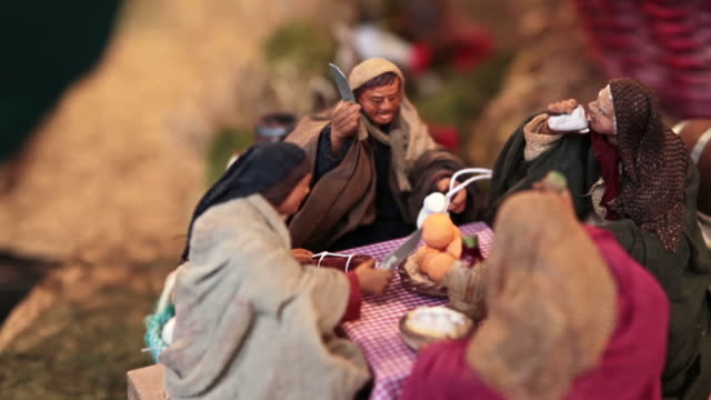 MS R/F Shot of historical Christmas Market of Piazza Novena and artisan made presepio figurines for nativity scenes / Rome, Italy