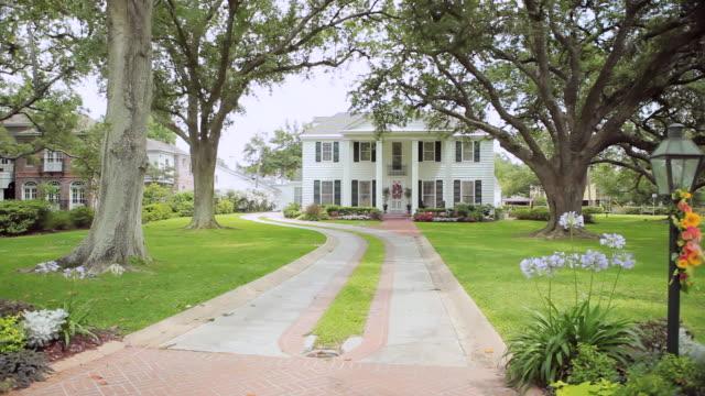 WS PAN Shot of house / Louisiana, United States