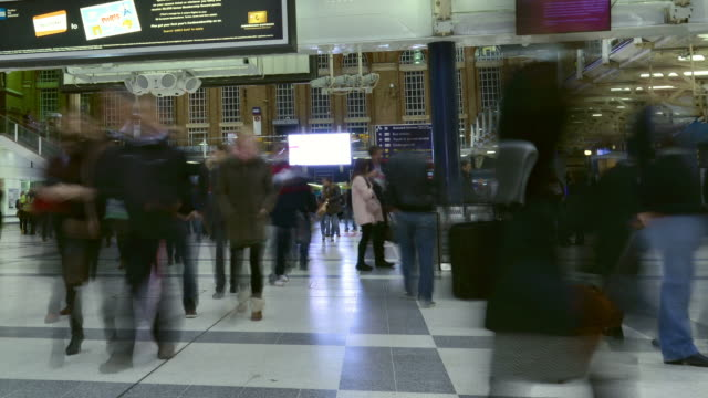 'MS PAN T/L Shot of Interior of Liverpool Street Station at night commuters moving / London, Greater London, United Kingdom'