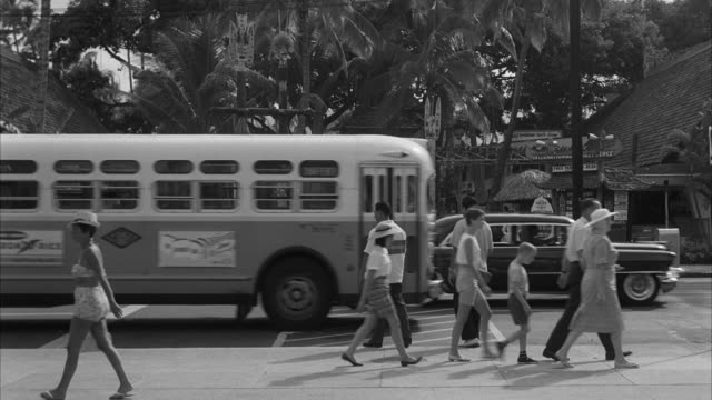 MS Shot of kalakaua avenue / Honolulu, Hawaii, United States