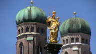 WS Shot of onion domes of Frauenkirche, Mariensaule, Marienplatz / Munich, Bavaria, Germany